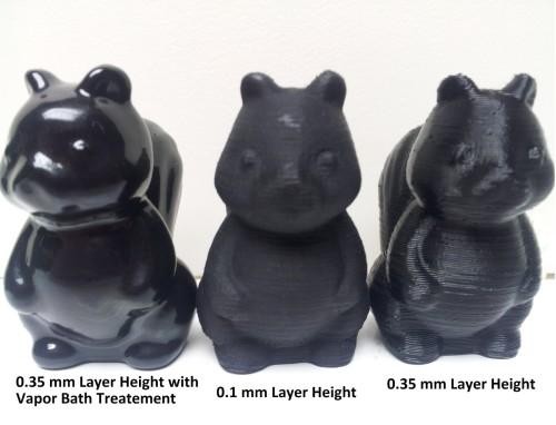 Từ trai sang: mẫu in 3D đã được xử lý hóa chất