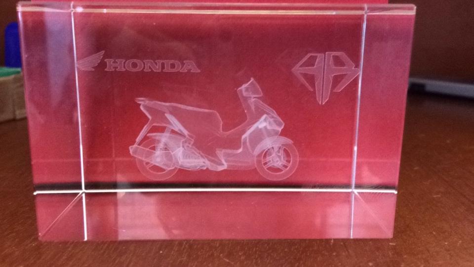 Khắc xe Airblade & Honda City lên pha lê