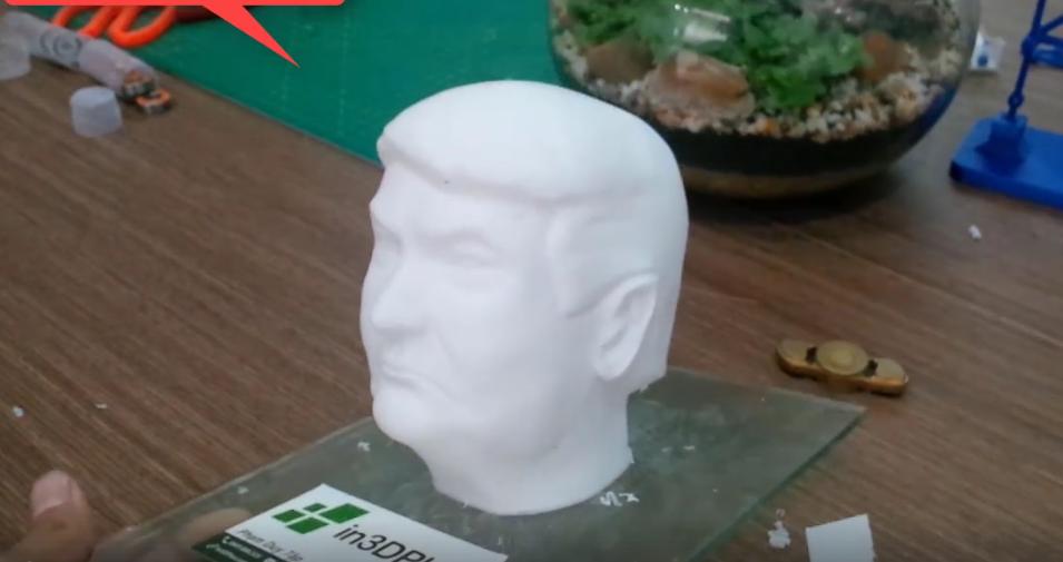 Mẫu tượng bán thân Donal Trump