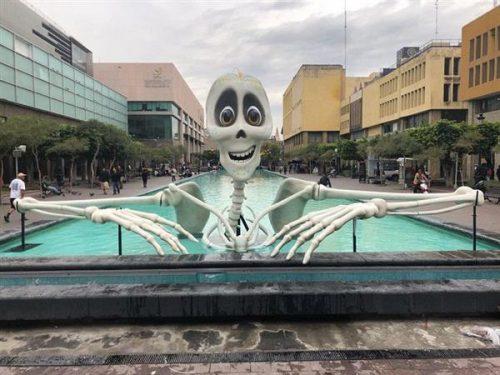 Lễ hội Ánh Sáng Mexico gây chú ý với bộ xương 3D khổng lồ
