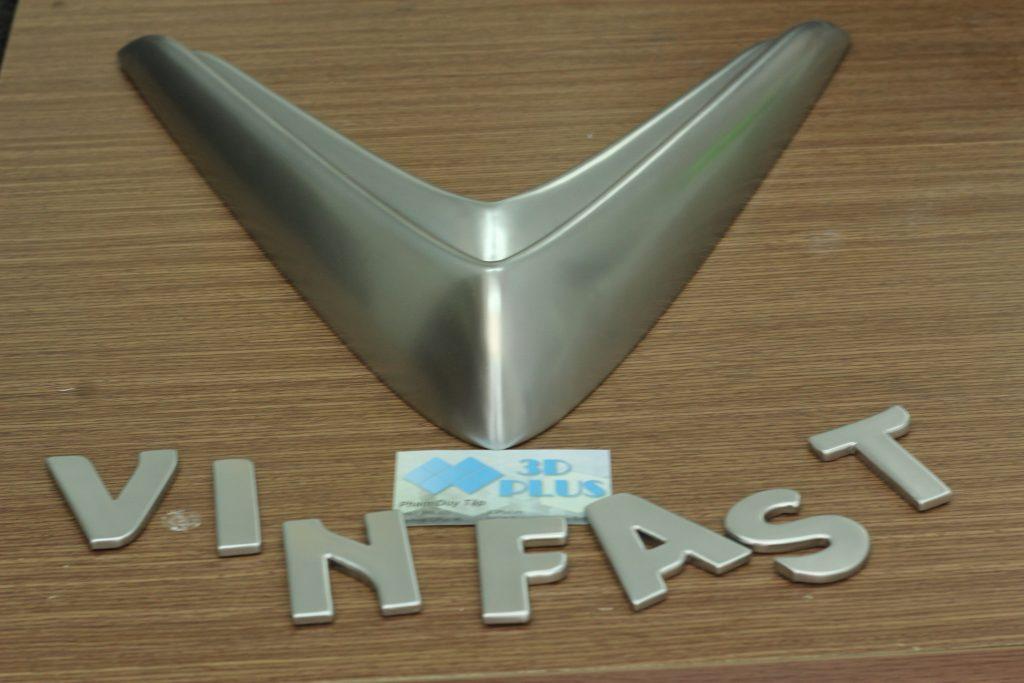 Logo & Xe Vinfast, CÚP Bạc hình xe hơi Vinfast, in 3D kỷ niệm chương oto. Làm mẫu trưng bày triển lãm thương hiệu