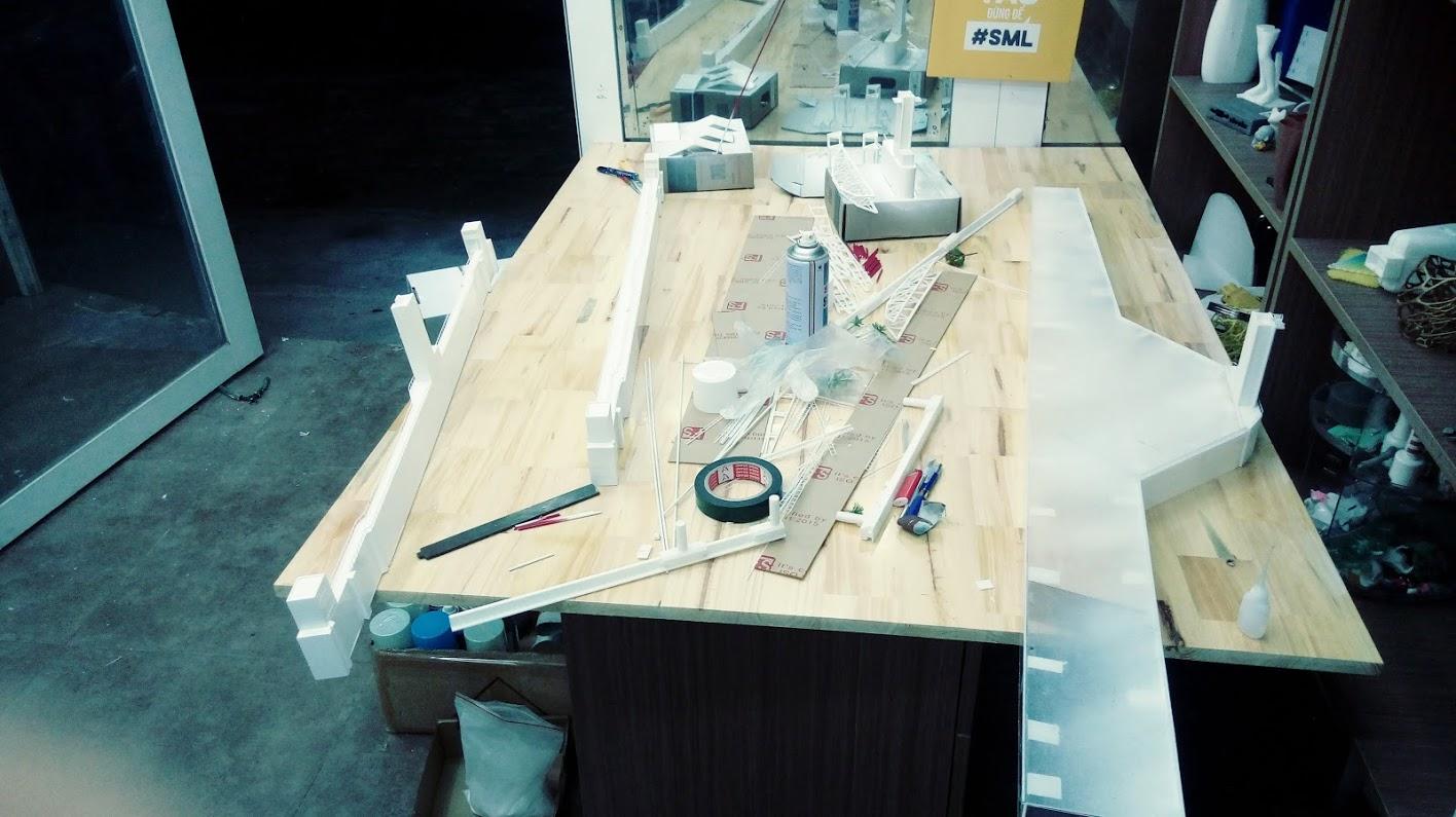 Cảnh chuẩn bị lắp ghép mô hình CỐNG NGẦM