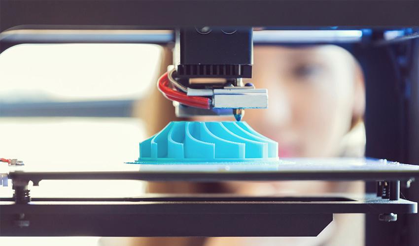 máy in 3D FDM (công nghệ đùn sợi dây nhựa)