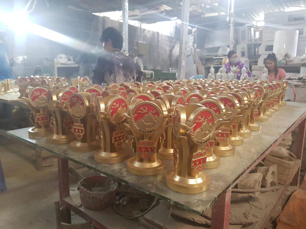 sản xuất cúp kỷ niệm chương